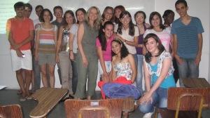 A autora no meio de alguns dos participantes da Oficina de Tradução, março 2013, Universidade Federal de Campina Grande, Brasil