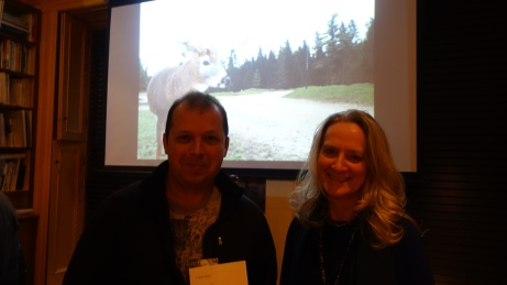 Claire en compagnie de l'auteur-compositeur Sylvain Lamy. Photo Brio